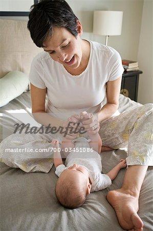 Mutter und neues Baby geboren