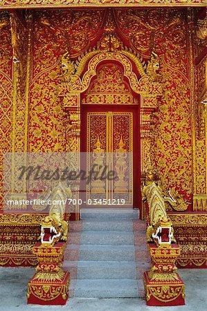 Eingang zum Wat Phra, die Lampang Luang, Ko Kha, Provinz Lampang, Thailand