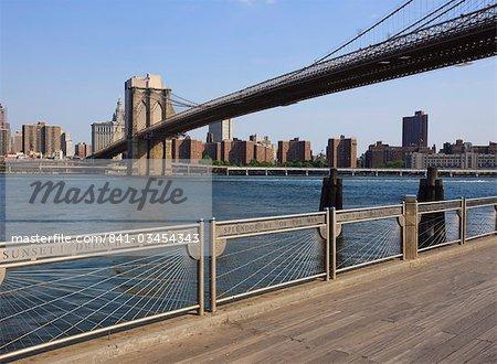 Brooklyn Bridge qui enjambe la rivière East Fulton Ferry Landing, Brooklyn, New York City, New York, États-Unis d'Amérique, Amérique du Nord
