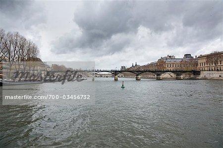 Pont des Arts, bords de Seine, Paris, Ile-de-France, France