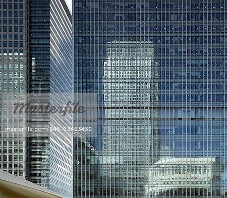 Une réflexion Canada Square, Canary Wharf Tower, Docklands, Londres. Architectes : Cesar Pelli