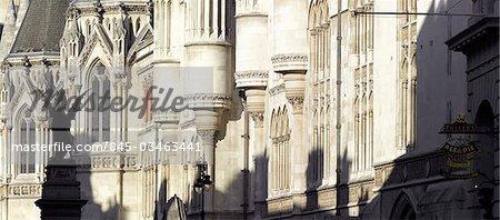 Cours royales de Justice, le Strand, à Londres. Architectes : George Edmund Street