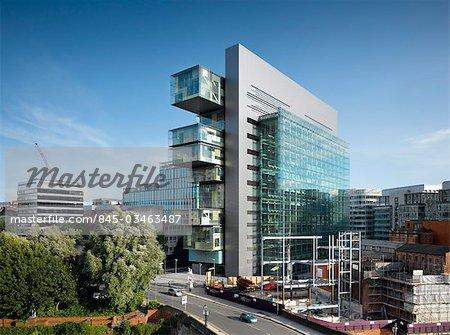Manchester Centre de Justice civile. Architectes : Denton Corker Marshall