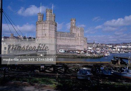 Caernarvon - Caernarfon Castle nord pays de Galles, XIIIe-XIVe siècles 1283-1323 forteresse médiévale