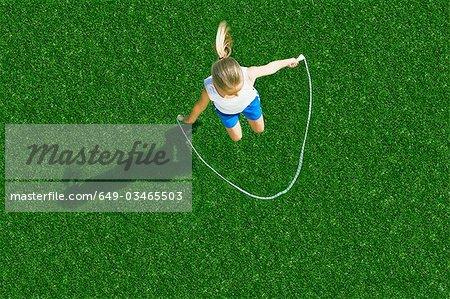 Fille de corde à sauter