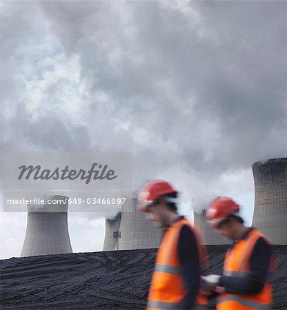 Travailleurs au charbon ont tiré de centrale électrique
