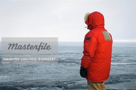 Rückansicht des Menschen in der McMurdo-Station, Parka, Ross-Insel, Antarktis