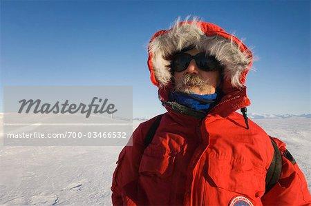 Homme en Parka, île de Ross, Antarctique