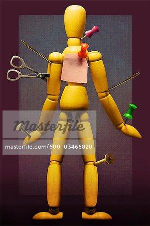Punaises insérés dans Mannequin de l'artiste, les ciseaux et les aiguilles de couture