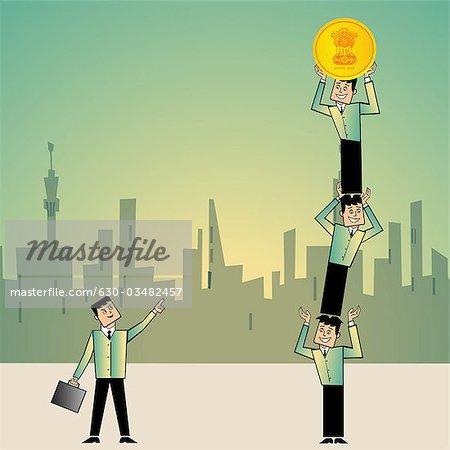 Geschäftsmann zeigte auf seinen Kollegen steht man auf einem anderen mit einer Münze