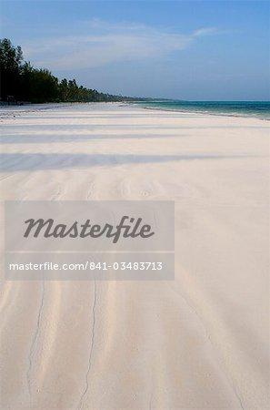 Fine de sable blanc et palmiers sur la plage de Matemwe, Zanzibar, Tanzanie, Afrique de l'est, Afrique