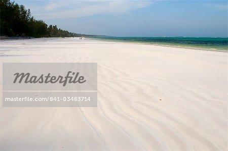 Sable blanc fin et de palmiers sur la plage de Matemwe, Zanzibar, Tanzanie, Afrique de l'est, Afrique