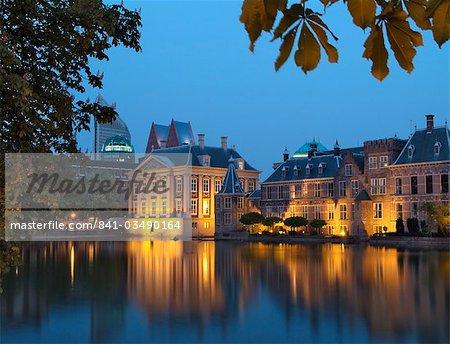 Mauritshuis and government buildings of Binnenhof at night, Hofvijver (Lake Hof Vijver), Den Haag (The Hague), Holland (The Netherlands), Europe