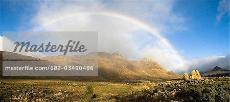 Arc-en-vallée avec Apollo et pics de Luna, Cederberg, Province occidentale du Cap, en Afrique du Sud
