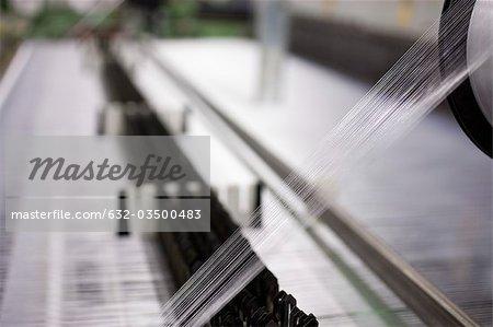 Usine de tissage, thread sur métier à tisser