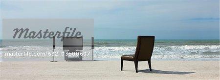 Cinéma maison et chaise sur la plage