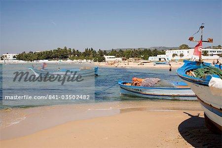 Bateaux de pêche et la plage, Hammamet, Tunisie, Afrique du Nord, Afrique
