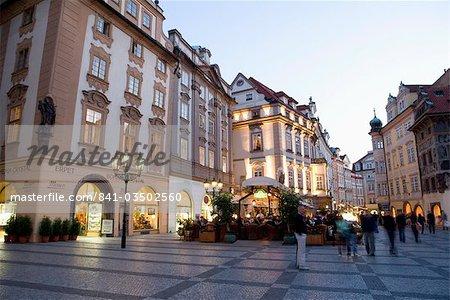 Soirée, place de la vieille ville, Old Town, Prague, République tchèque, Europe