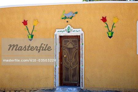 Façade colorée de Nuweiba, Égypte.