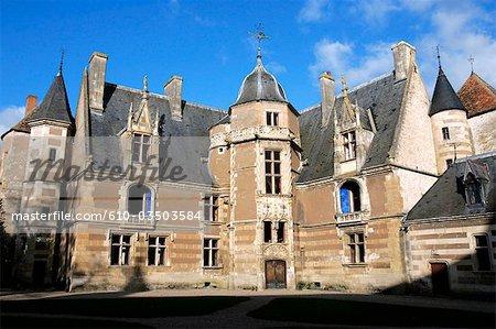 France, Centre, Ainay le Vieil, château