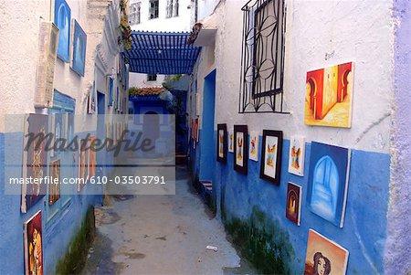 Médina de Chefchaouen, Maroc, exposition de peintures