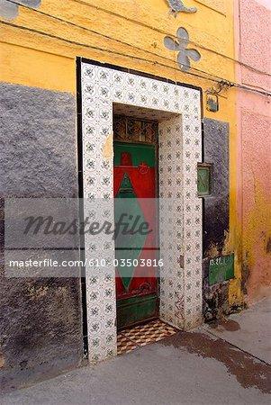Maroc, Oujda, porte peinte