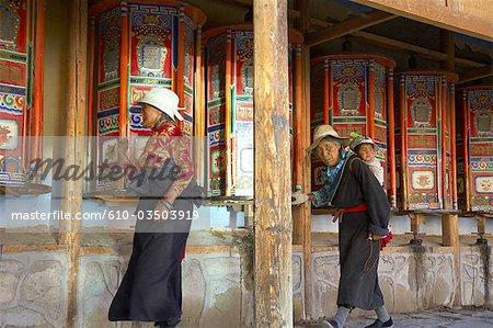 Chine, Gansu, Xiahe, monastère tibétain de Labrang, pèlerins
