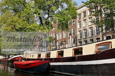 La Hollande septentrionale, Amsterdam, péniches d'habitation