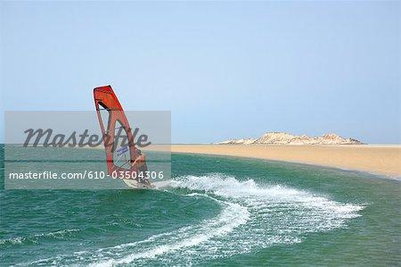 Maroc Dakhla, laguna et l'ile du dragon en arrière-plan
