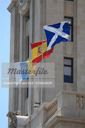 Espagne, Iles Canaries, Tenerife, Santa Cruz, Torre del Cabildo, drapeaux