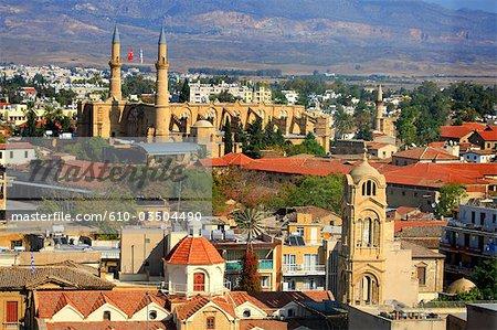 Chypre, Nicosie, église de Panayia Fanaromeni et la mosquée du Sultan Selim au dos