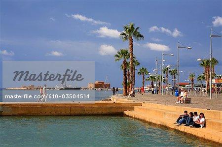 Chypre, Paphos, piscine d'eau de mer, le port et le château de Paphos