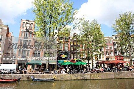 La Hollande septentrionale, Amsterdam, restaurant le long du canal