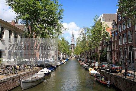 L'église des pays-bas, North Holland, Amsterdam, canal et Zuidekerk en arrière-plan