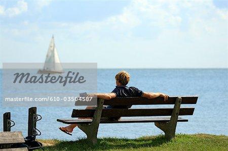 La Hollande septentrionale, Marken, homme sur un banc