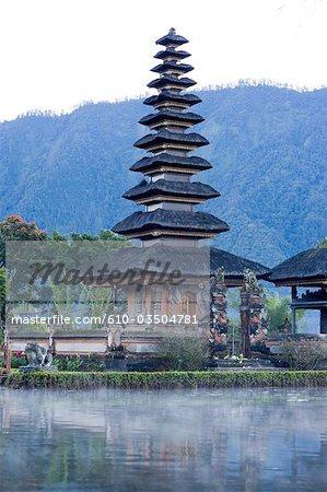 Indonésie, Bali, temple de Pura Ulun Danu Bratan sur le lac Bratan
