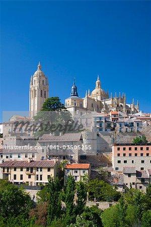 Découvre à travers les toits de la ville à la cathédrale, Segovia, Castilla y Leon, Espagne, Europe