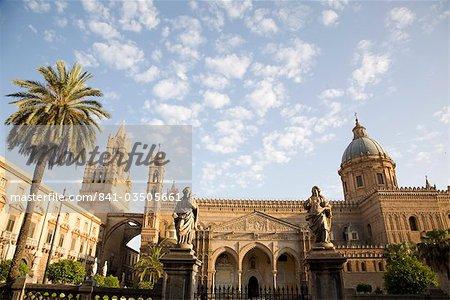 La cathédrale et le palais épiscopal, Palerme, Sicile, Italie, Europe