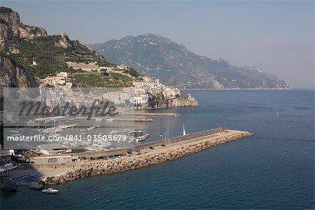 Vue d'Amalfi, Costiera Amalfitana, UNESCO World Heritage Site, Campanie, Italie, Europe