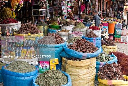 Gewürze und Kräuter zum Verkauf in den Souk, Medina, Marrakesch (Marrakech), Marokko, Nordafrika, Afrika