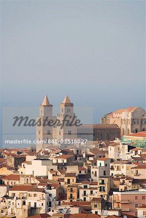Vue lointaine de la cathédrale, Piazza Duomo, Cefalu, Sicile, Italie, Europe