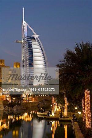 Resort de Mina A Salam et l'emblématique Hôtel Burj Al Arab, Dubai, Émirats Arabes Unis, Moyen-Orient