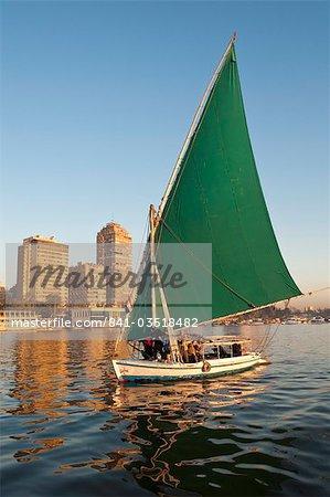 Une felouque sur le Nil, au Caire, en Égypte, en Afrique du Nord, Afrique
