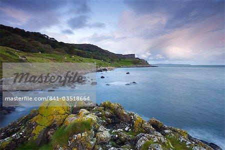 Murlough Bay sur la côte de Causeway, comté d'Antrim, Ulster, Irlande du Nord, États-Unis d'Amérique, Europe