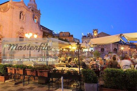 Personnes dans une restaurant, Taormina, Sicile, Italie, Europe