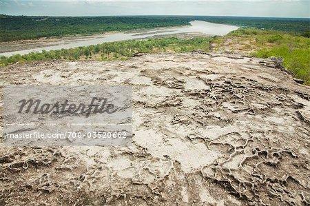 Surface du rocher érodée sur une falaise surplombant le fleuve Mékong, le Parc National de Pha Taem, Province d'Ubon Ratchathani, Thaïlande