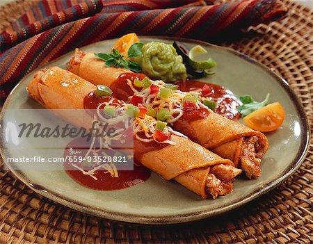 Taquitos Huhn auf einem Teller