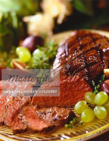 Partiellement coupées en tranches de bifteck grillé