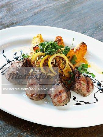 Côtelettes d'agneau Style grec avec pommes de terre au citron