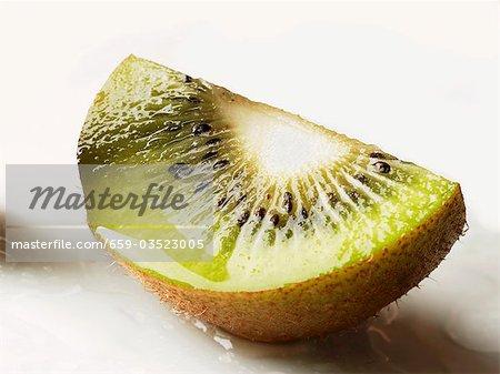 Ein Keil der Kiwi-Frucht